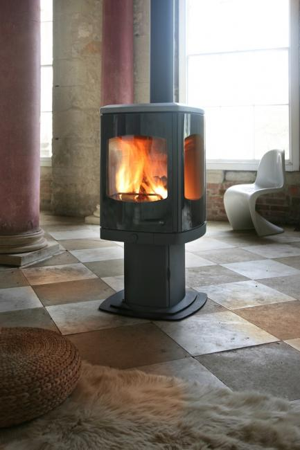 <p>Manufacturer: Charnwood&lt;br&gt;Nominal output: 8kW&lt;br&gt;Fuel type:  wood&lt;br&gt;Smoke control exempt: yes&lt;br&gt;Colours and finishes:  matt black and seven other colours in a painted finish&lt;br&gt;Net  efficiency: 73.1%</p>